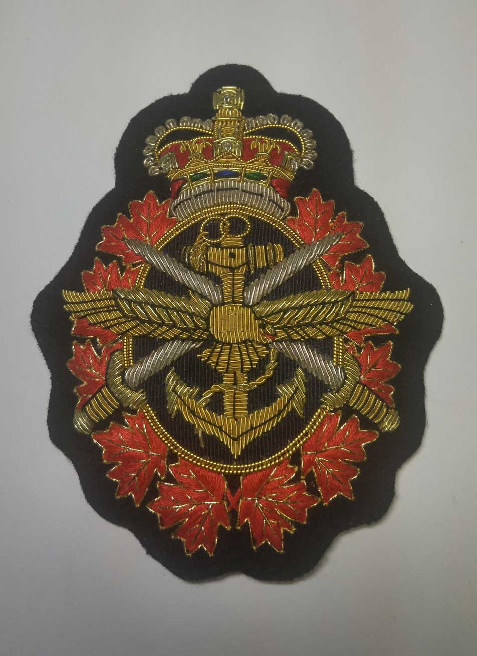 Crest: Tri Service - Canadian Armed Forces