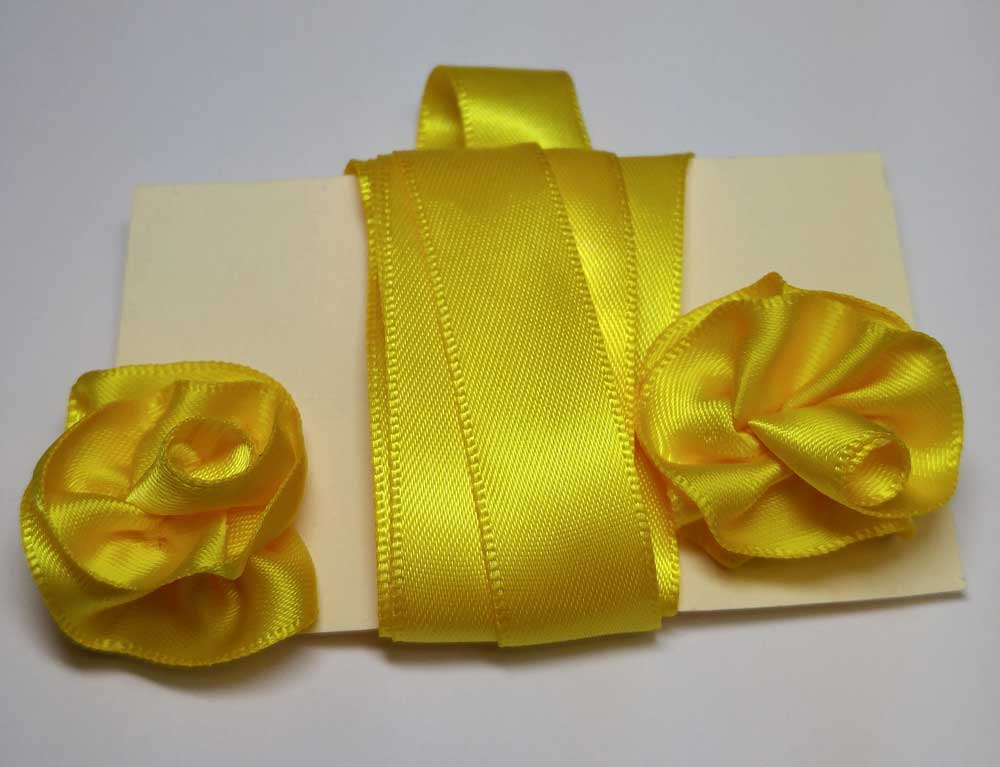 Gorget Rosette, Yellow